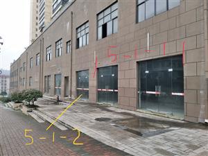 开阳金博广场好门面出租出售,位于开阳一中旁,小区入口处