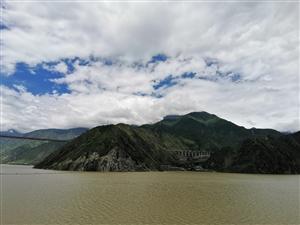 信丰小伙骑行西藏第41天,终于看到课本上的飞夺泸定桥