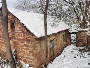 航拍小村雪景