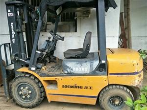 上海龙工三吨自动档叉车一台