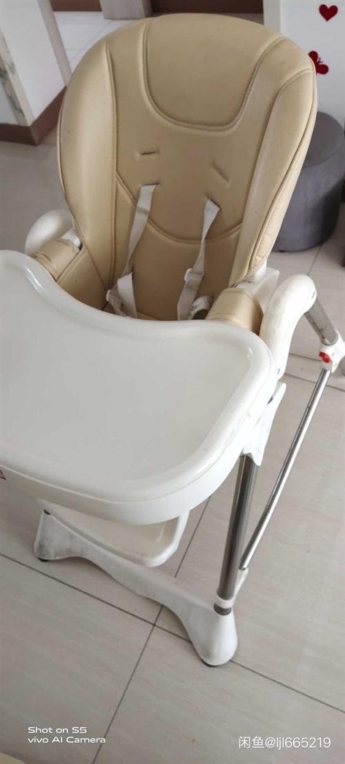 宝宝餐椅,多功能可折叠,可升降。一体脚踏,稳定性很不错。靠背3档可调节。餐盘3档可调可拆。因为宝宝大...