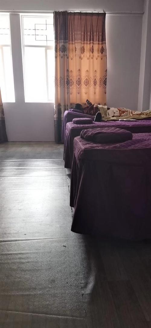 有美容床五张,带四件套,便宜处理了,九五新,规格190*80,需自提。
