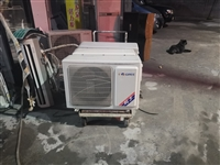 九成新空调,低价出售。