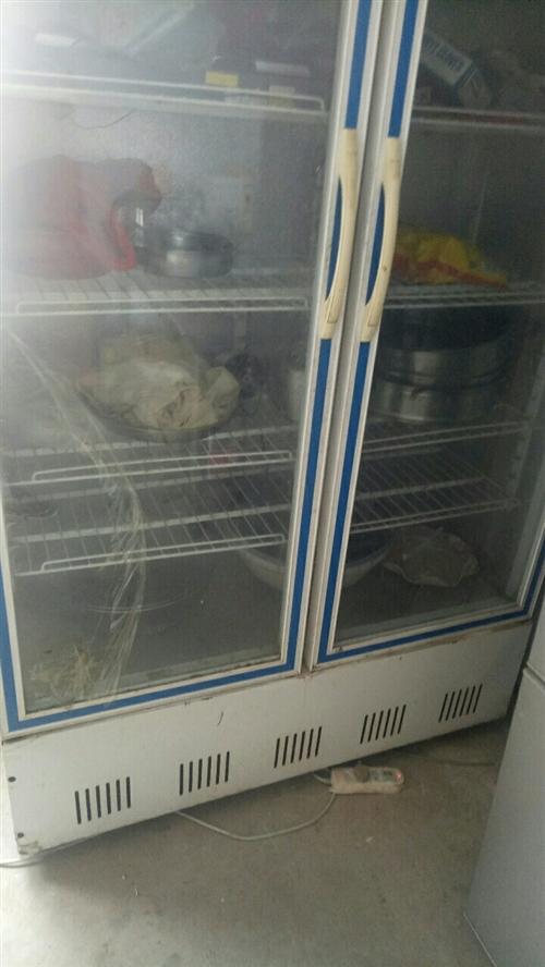这是本人去年开烧烤买的保鲜柜,制冷效果不错,今年不做了,大概有七成新,有一扇玻璃门有点裂缝,有需要的...