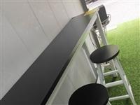 长160cm,宽40公分,高100cm三个凳子,原价288,九成新,现二手价180处理,有意者可联系...