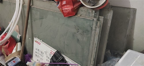 12 mm厚单层钢化玻璃,可做室内隔断,1.1*3.1米,一共26片,二手的,不妨碍使用,自提,价格...