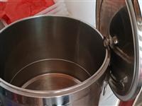 便宜出售9.9成新厨具,电热复底蒸煮桶40型电热汤桶,加固竹柄26网漏,32*22*5托盘。