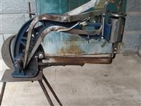 本人低价转让一套补鞋工具包括(手摇缝补机、电动砂轮机、手上工具。)辅材包括(纽扣、拉链、鞋底、鞋撑等...