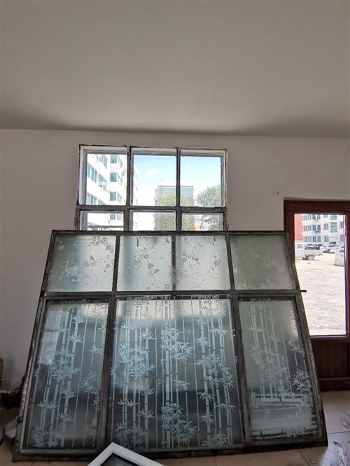 鋼窗戶2個寬2.20米高1.66米。售價200元處理 推拉門窗高2.45米,寬2.05米。售價20...