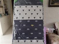 床垫80×90cm的 厚8cm新的 没用过 膜都没拆 便宜出 应该是学校宿舍单人床大小的