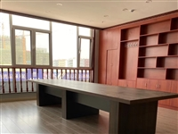 会议桌一张,1.2米*4.2米,厚度5公分,未使用过。原价4000,处理价格2000元。联系电话13...