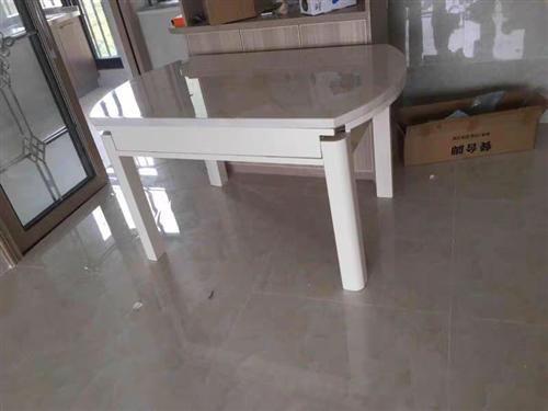 九成新大理石餐桌,打开是圆形,折叠起来近似长条圆边如图,直径约1.35米,原价两千多买的,现搬家转让...