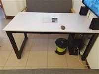 处理一张办工作,尺寸长170,宽80,高74  可用来办公,谈单,简易餐桌均可