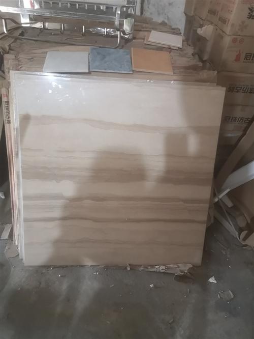 装房子的地板砖 地脚线 瓷砖卫浴产品 房子卖啦 就一直闲置在家里面 冠珠的 可以上网查价格 现在自己...