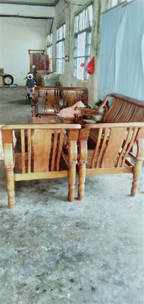 700元转让一套实木沙发18689820816