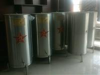 六個不銹鋼酒桶,高1.2米,直徑0.6米,裝五六百斤左右,帶底座處理