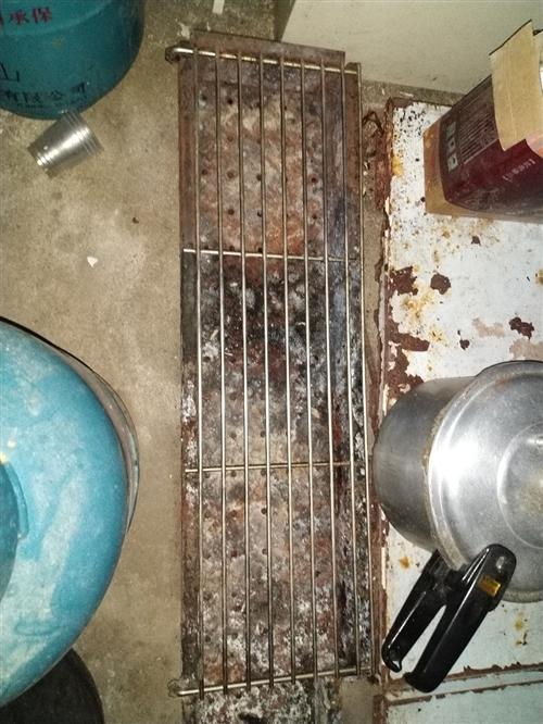 烧烤炉一个300元     离心风机500元