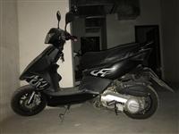出售一台摩托车。九成新。跑了两千公里。