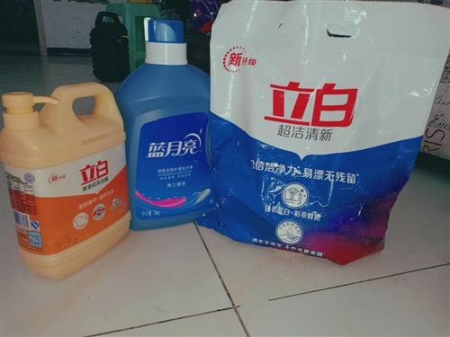 超市尾货,批发价处理39一套6斤洗衣液加4斤洗衣粉加1.29公斤洗洁精,有需要的电话,或者加微信私聊...