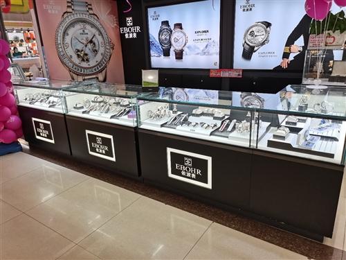 因升级改造,现有15节9成新手表柜台,高1米,长1.2米,宽0.6米进行处理。位置在临颍县,价格面议...