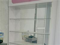兩個化妝品柜,9層新。還有一臺煙柜。價格面議!