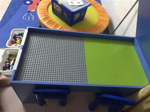 多功能儿童乐高积木桌子包含三套益智积木两张桌子,9成新,原价是488元买来的,现在家里没地方放,低价...