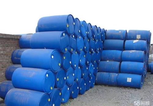胶州出售二手塑料桶,胶州出售200升塑料桶。质量好价格低,欢迎来电咨询