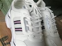 一批女款鞋運動小白鞋現在特價處理一雙55元兩雙100