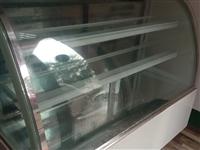 出售:有一七八成新的,冷藏柜需要出售,因为需要一个大的,现在便宜卖