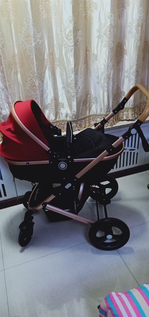 现在一99成新高景观婴儿推车,由于买回来孩子不坐,就推出去过2次,高度减震,天然橡胶车轮,现转让,联...