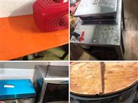 出售饭店早餐店二手桌椅 和面机 煎饼炉 消毒柜 9.9成新热水器 需要请联系15556072897