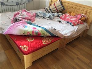 精品实木大床,2×2.2米,99新带床垫,原价1600,现价600元。