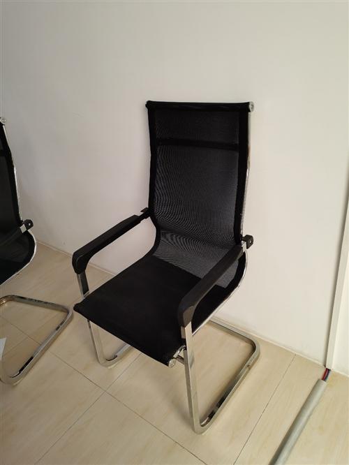 办公凳子,出售20张。办公桌20个位置。价格可面议。
