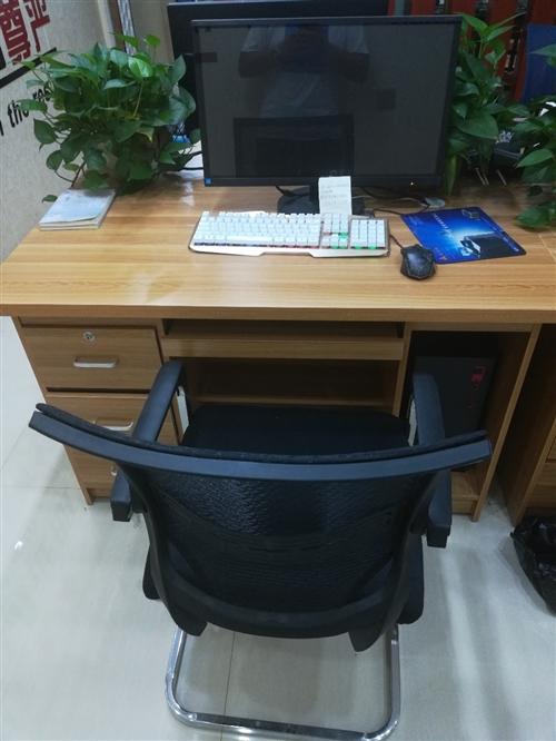 9成新办公桌椅 7套   办公电脑5套 便宜处理
