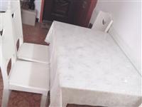 因為搬新家的原因  用不上餐桌 處理9成新的餐桌一張 外加4張凳子  腳凳都沒有拆封  價格500元...