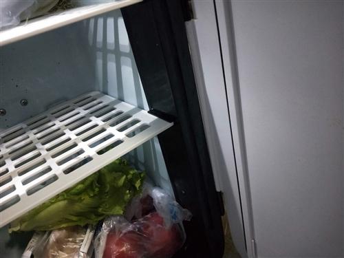 出售二手家电,九成新。全自动洗衣机,原价558,现价458。小冰箱,原价399,现价299。美的微波...