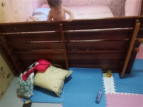 2.2米大床 送厚床垫 9成新 三亚自提 喜欢私聊或者打电话