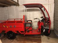金鹏电动三轮车,刚买新的不到一个月,原价5080,价格面议。