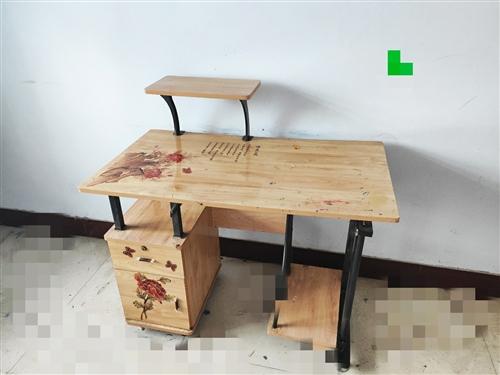 上方支架可拆卸,七成新,照片中桌面还未清理,卖家负责清理