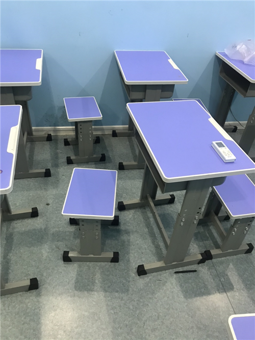 因机构改革,处理99成新的学习桌一批,有需要的联系18669910911