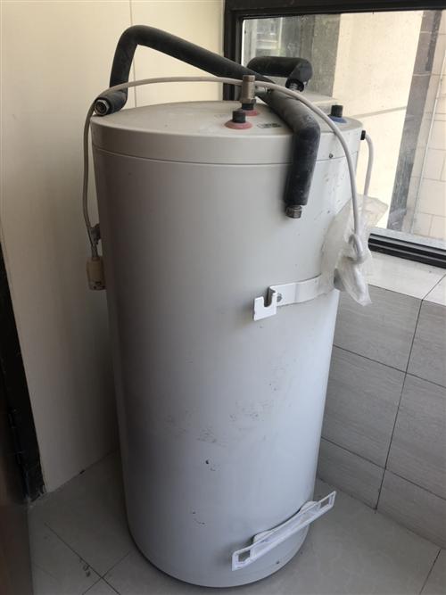 出售二手太阳能热水器,开发商精装房配套的,一次没有使用过,**的,支持加热和电加热双用! 价格可商量...