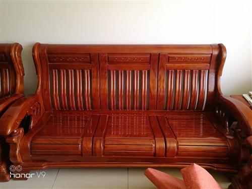 木质沙发一套
