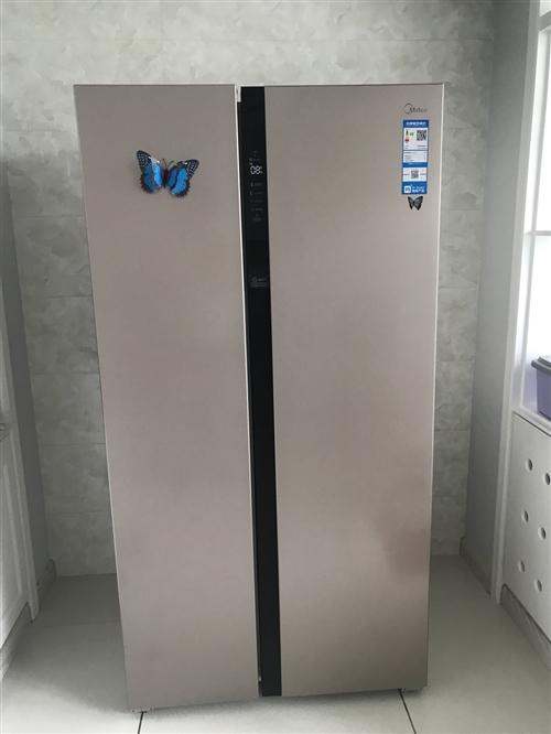 買了兩個月的冰箱,九成新,冷凍冷藏**狀態。621升,香檳金色。一個人住,買的有點大了,賣了換小的。...