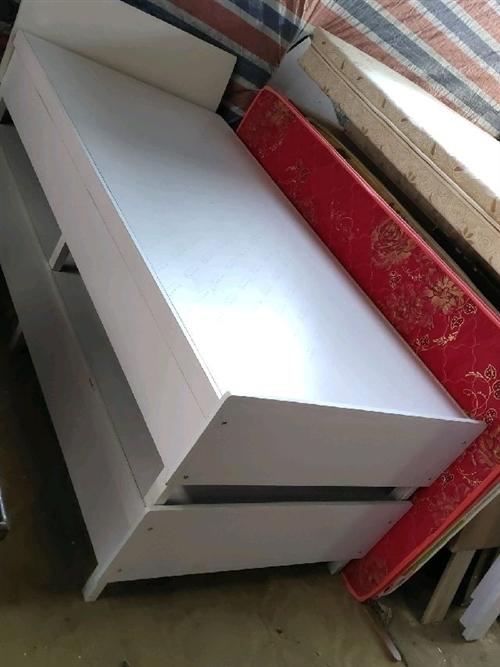 高價回收:????家具,家電,舊床, 桌子,柜子,電話:13239460302。老張
