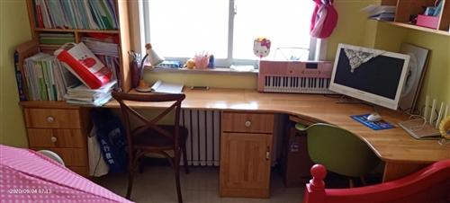 松木书桌,两个小柜一张台面,尺寸如图二
