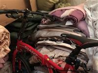 折叠自行车**,买来没骑二次,孩子看别人骑也要头新鲜,买来二千多现低价对外出售。