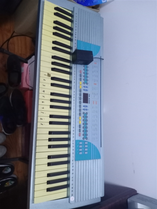 處理電子琴一台。八成新