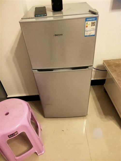 因搬家出手8成新小冰箱,9成新液化气热水器。