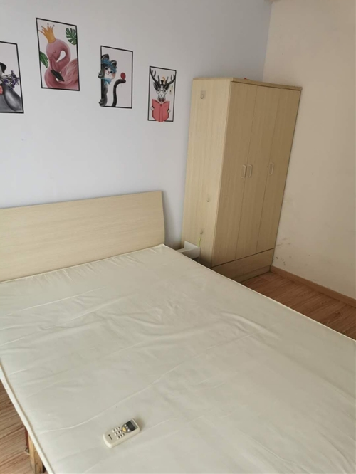 二手家具出售,床,床垫,衣柜,一套出售300一套,一口价,价格便宜,出租房好选择