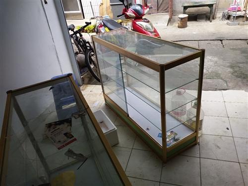 玻璃柜台,长1.2米,宽0.4米,高0.9米,铝合金框架,地址:江西南昌进贤县老食品厂59号,电话1...